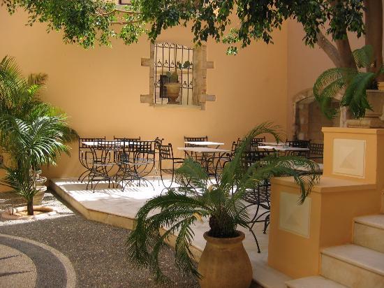 Casa Delfino Hotel & Spa: Casa Delfino's pretty courtyard