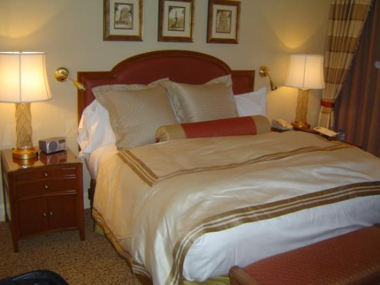 Conrad Indianapolis: Picture of the Bedroom