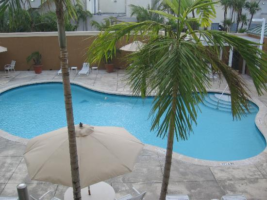 Courtyard by Marriott Miami Aventura Mall: pool area
