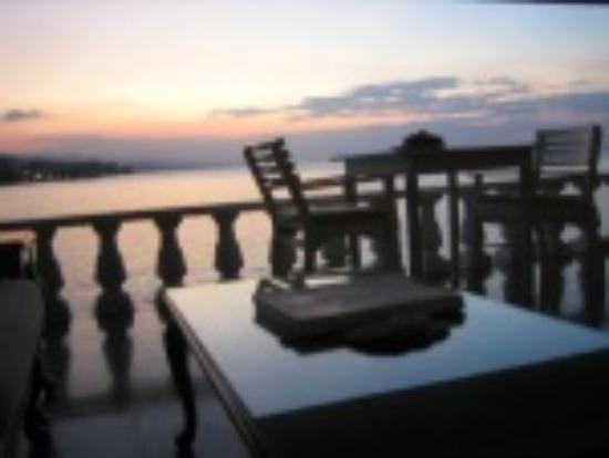 Jamaica Inn: Veranda on the water, or on the beach