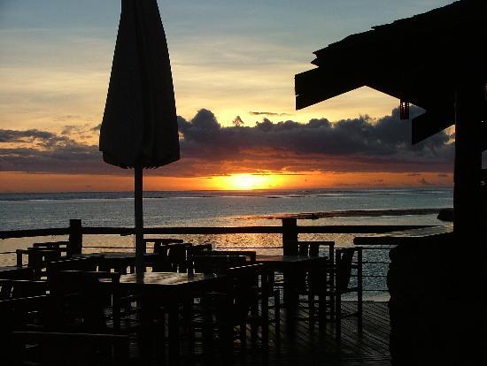 The Warwick Fiji: sunset at the bar grill