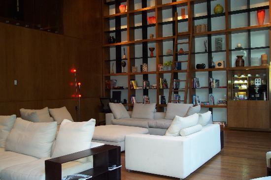 Cozy Library area of Lobby - Picture of Le Germain Hotel Toronto