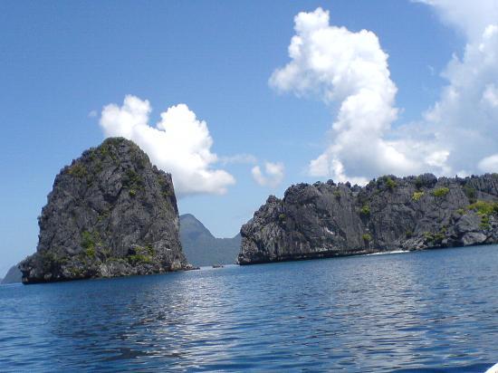 El Nido Resorts Miniloc Island: rock formations scattered around