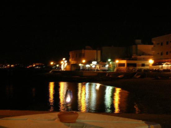 Oasis Royal: Corralejo harbour at night