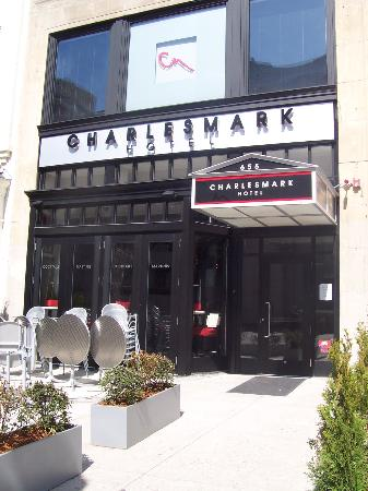 Charlesmark Hotel: Location: accross from Public Library