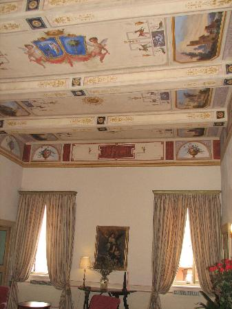 L'Orto Degli Angeli: One of the Bedrooms with frescoed ceiling