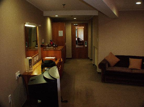 Ascot Park Hotel: Hotel room