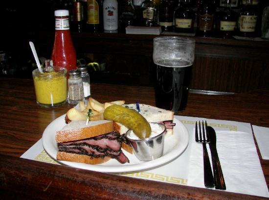 Mulligan's Pub: Pastrami on Rye
