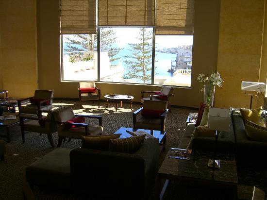 Le Meridien St. Julians: The lobby