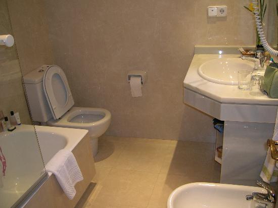 Hotel del Oso: Bathroom