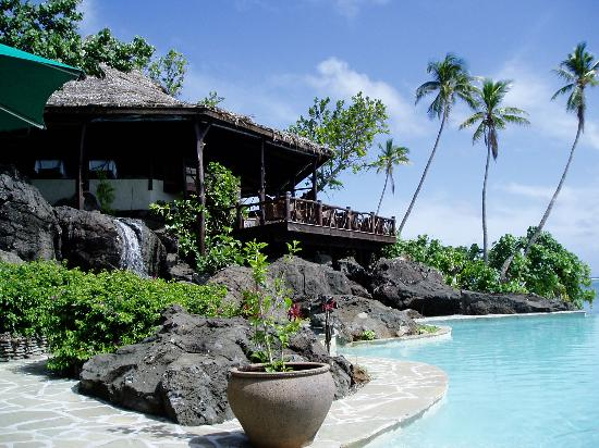 Pacific Resort Aitutaki: Pool & restaurant