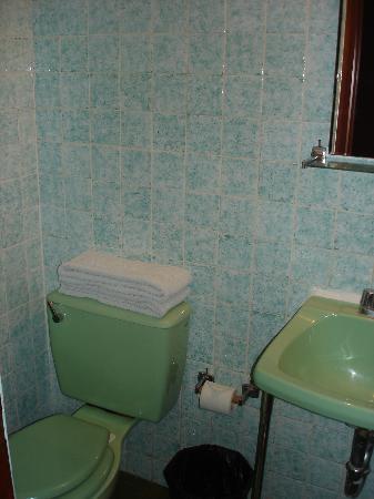 Hotel Esperanza: The bathroom