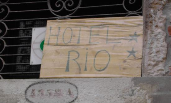 Hotel Lux: A sign is better than 1000 words - Not on my vacation! - The Hotel Rio