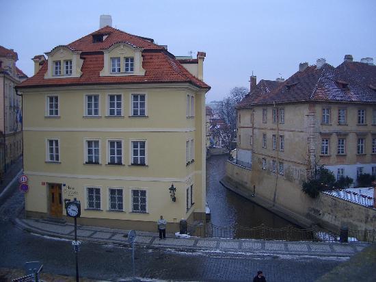 Certovka Hotel: Hotel Certovka viewed from the Charles Bridge. Prague