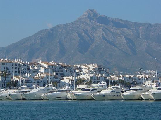 Marbella, España: Puerto Banus Marina, Mountain View