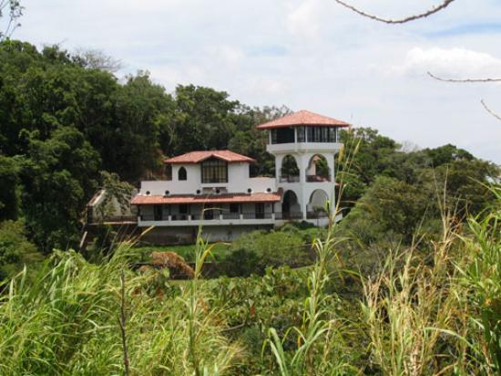 Ecolodge Inn at Coyote Mountain: The INN from the Nature Trail