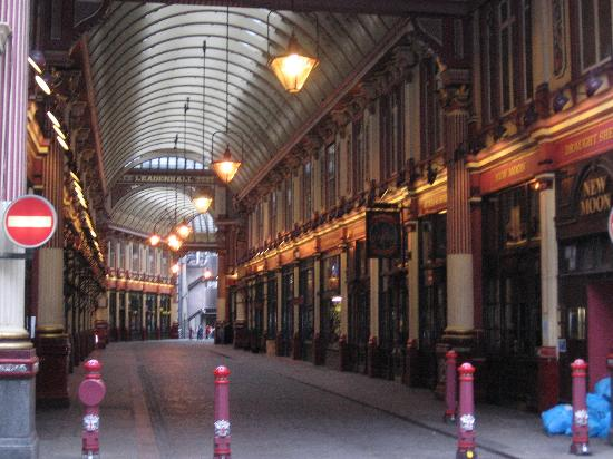 """Club Quarters Hotel, Gracechurch: """"Diagon Alley"""" was filmed here, directly across from the hotel"""