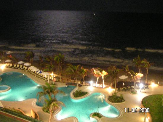 SERHS Natal Grand Hotel: View from balcony at night