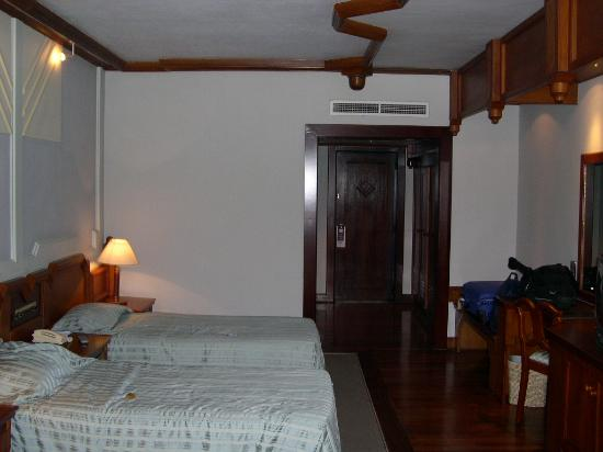 Royal Palms Beach Hotel: chambre vue 1
