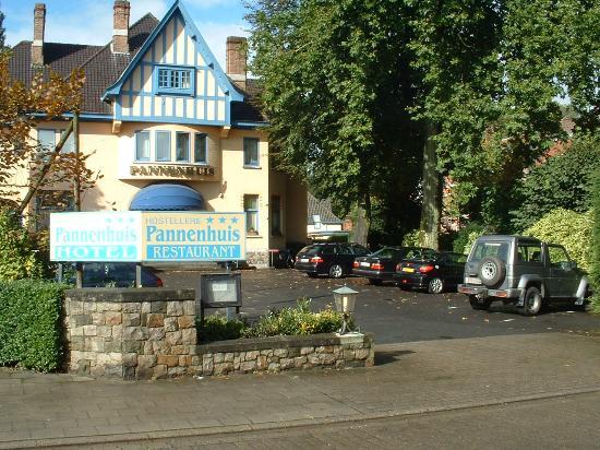 Hostellerie Pannenhuis: the parkingsite