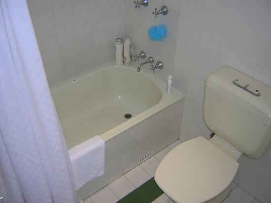 Rydges Sydney Central : Cramp toilet and bathroom