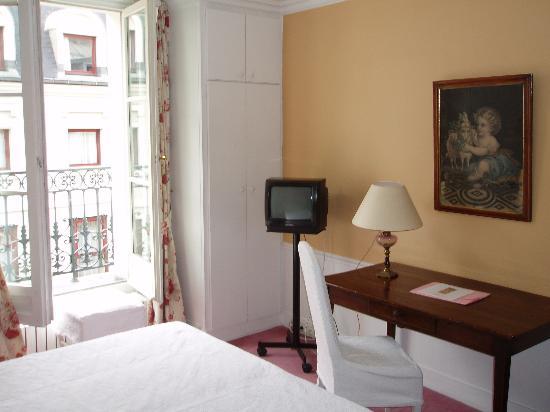 Hotel Le Saint Gregoire: room 52, towards window