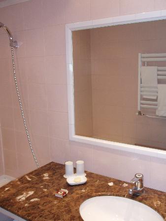 Hotel Le Saint Gregoire: bathroom