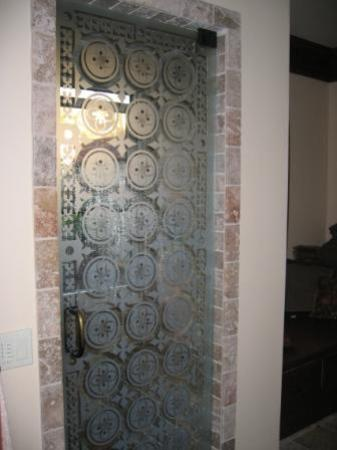 Etched Glass Shower Door Picture Of 1900 Inn On Montford