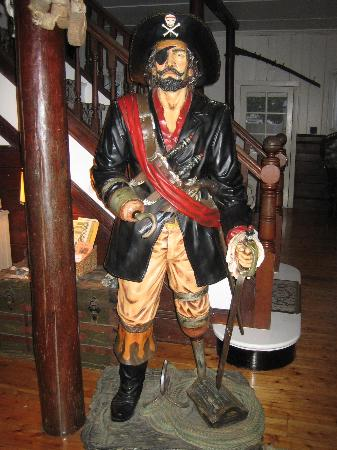 Blackbeard's Lodge: Blackbeard himself to welcome us