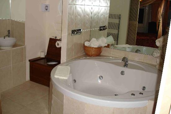 The Granville Hotel: .... the huge double jacuzzi