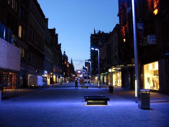 Holiday Inn Express Glasgow City Centre Riverside Buchanan Street At Night