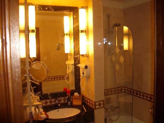 InterContinental Madrid: Bathroom