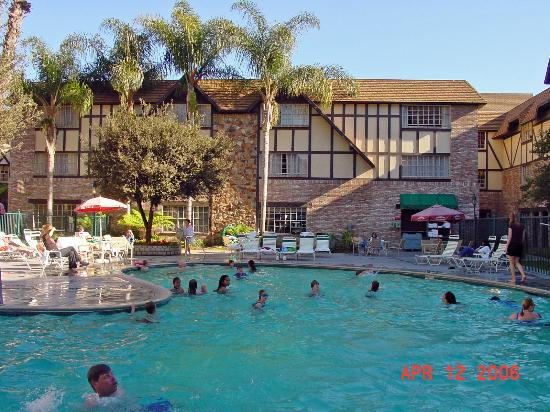 Hotel beds picture of anaheim majestic garden hotel - Best hotel swimming pools in california ...