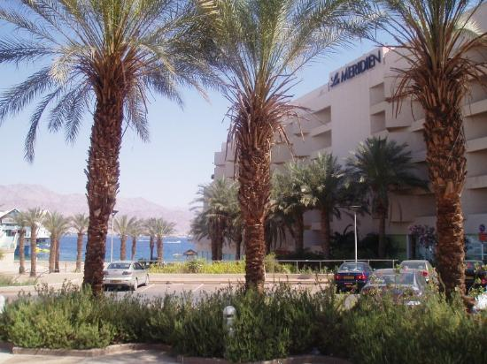 U Suites Eilat: View of building from the road