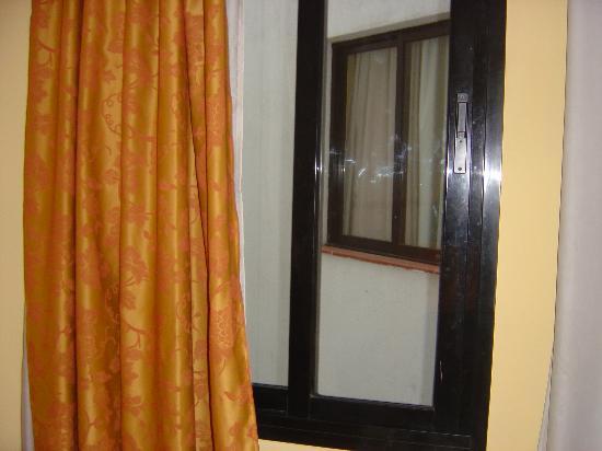 Hotel Glories: Room window