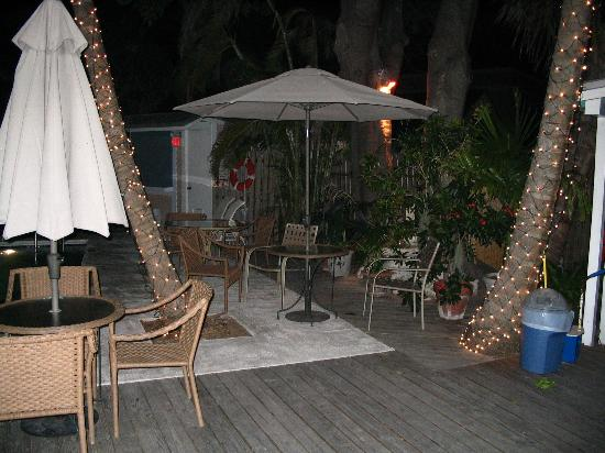 Andrews Inn and Garden Cottages : The poolside patio