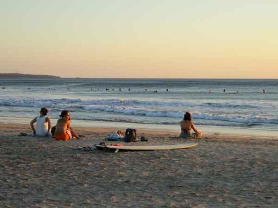 Hotel Las Tortugas: surfers at sunset