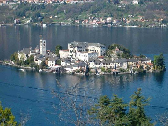 Стреза, Италия: St Gulio's Island in Orta Lake