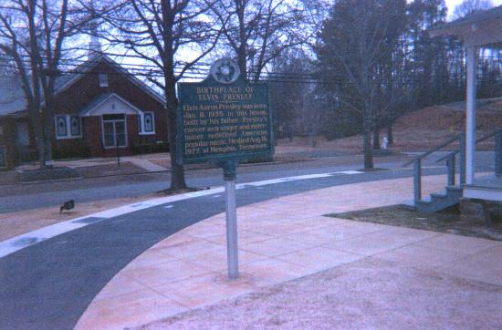 Elvis Presley Birthplace & Museum: Historic marker