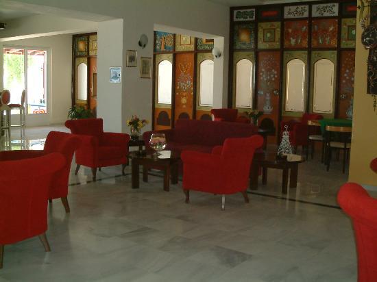 Golden Beach Hotel: the lounge