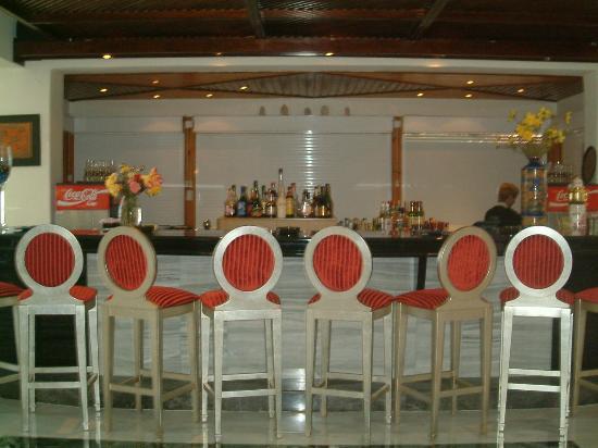 Golden Beach Hotel: the bar