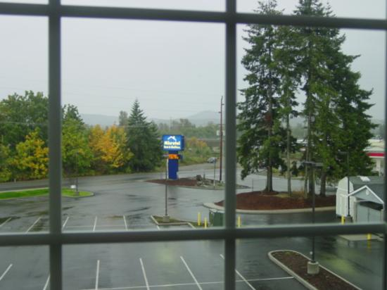 Stay Beyond Inn & Suites: View looking from my window (front parking lot)