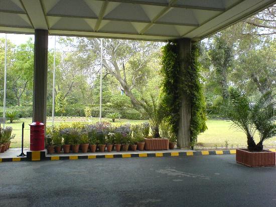 Avari Hotel Lahore: Driveway of Avari Lahore