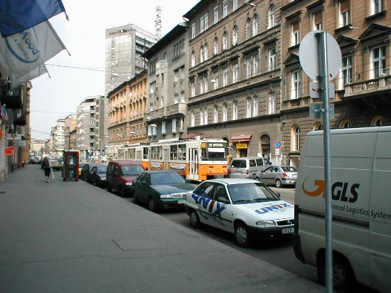 Atlas City Hotel: View up the road towards Pest