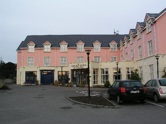 Riverside Hotel Killarney: outside of hotel