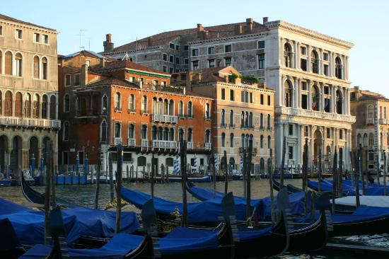 Venise, Italie : Gondola parking