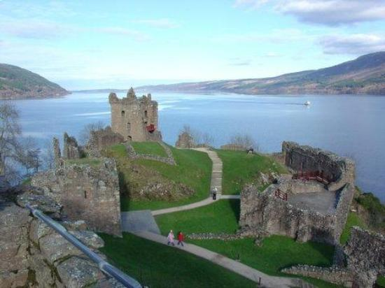 Drumnadrochit, UK : Urquhart Castle on Loch Ness, Scotland