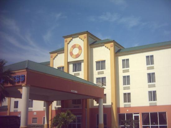 Holiday Inn Express Cocoa Beach: Exterior View
