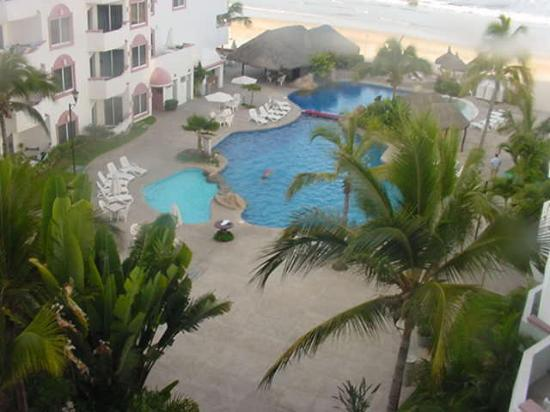 Costa Bonita Condominium & Beach Resort: Swimming Pool from fifth floor balcony