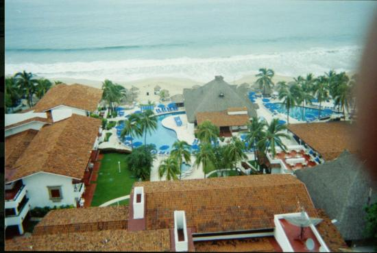 Inter-Continental Presidente Ixtapa : the pool and grounds